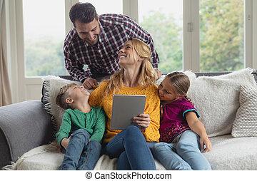 maison, numérique, confortable, utilisation, sofa, tablette, famille