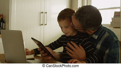 maison, numérique, utilisation, père, tablette, fils, 4k