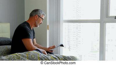 maison, numérique, utilisation, tablette, homme, 4k, lit