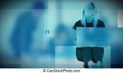 maison, ordinateur portable, femme, bureau fonctionnant