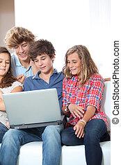 maison, ordinateur portable, groupe, ados
