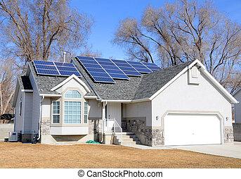 maison, panneau, solaire a propulsé