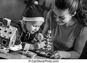 maison, petit gâteau, mère, bébé, confection, noël, heureux
