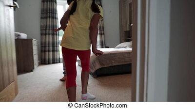 maison, petites filles, jouer