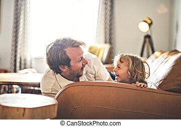 maison portrait, heureux, père, fils