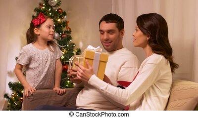 maison, présent, noël, famille, heureux