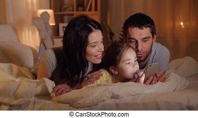 maison, smartphone, lit, famille, heureux