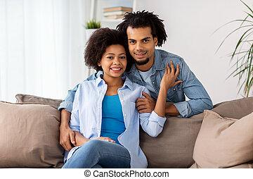 maison, sofa, couple, heureux, séance