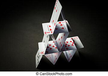 maison, sur, arrière-plan noir, cartes, jouer