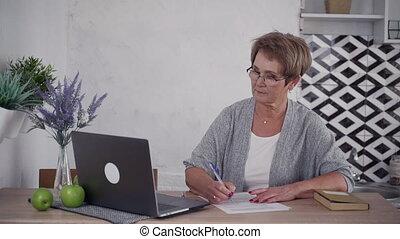 maison, vide, personnes agées, écriture, papier, texte, dame