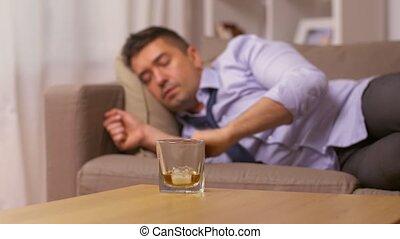 maison, whisky, boire, dormir, alcoolique