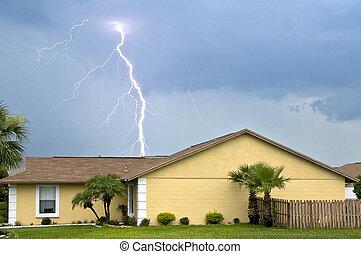 maisons, journée, éclair, massif, orage, grève, pendant, après-midi