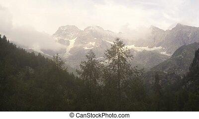 majestueux, alpin, montagnes