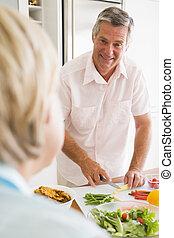 make, prata, fru, medan, förberedande, måltiden