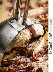 Make scoop of ice cream