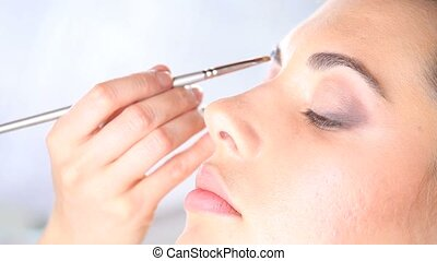 makeup artist eyebrows with the bru