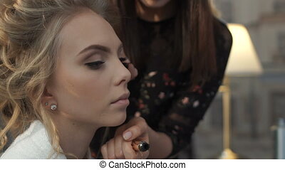 Makeup artist paints the lashes girl - Makeup artist paints...
