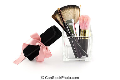 Makeup brush set with case and pink
