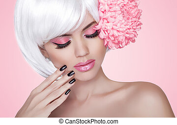 makeup., manicured, nails., moda, belleza, modelo, niña, retrato, con, flower., treatment., hermoso, rubio, mujer, encima, fondo rosa