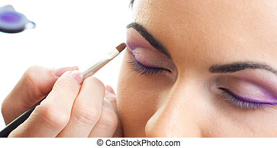 Makeup outline the eyes routine