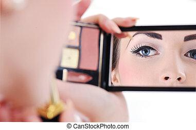 makijaż, piękny, młoda kobieta, zwracający się