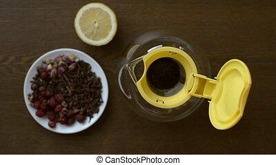 Making a cup of lemon tea