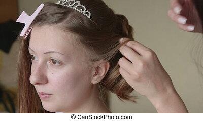 Making bridal hairstyle