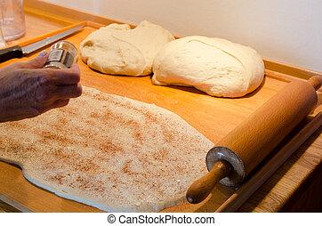Making cinnamon buns