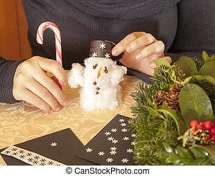 Making cotton-wool snowman-selective focus on snowman
