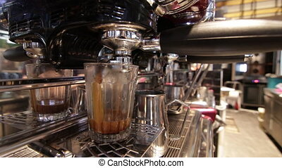Making espresso in a glass - Slow preparation of long...