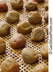 making umeboshi(japanese salty pick - making umeboshi,...