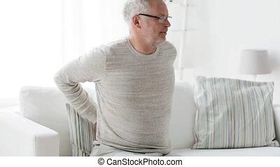 mal reins, malheureux, souffrance, 102, maison, homme aîné