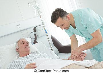 mal, sköta, besökande, senior, tålmodig, in, sjukhus