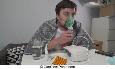 malade, masque, nebulizer, usage, inhalateur, home., aerosol., utilisation, inhalation, homme médical, patient, médicament, nebulizer., inhaler, poumons, pulvérisation, vapeurs, équipement, respiratoire