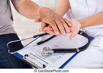 malade, personne agee, docteur, tenant main