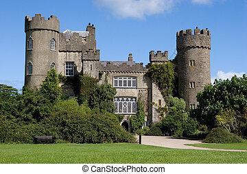 malahide, 城堡