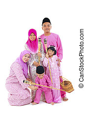 malay family during hari raya  aidilfitri