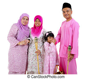 malay family during raya
