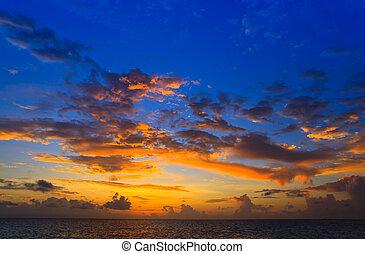 maldivian, coucher soleil