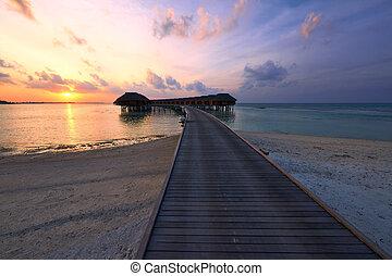 maldivian, playa puesta sol