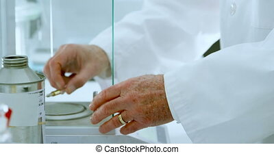 Male scientist experimenting in laboratory 4k - Mid section ...