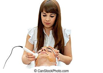 Male treatment in beauty salon