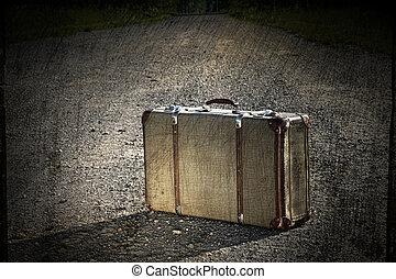 maleta, viejo, izquierda, camino, suciedad