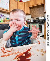malhumorado, come, niño