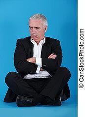 malhumorado, piso, hombre, Sentado
