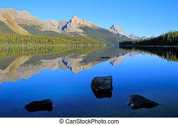 Maligne lake in Jasper national park, Alberta, Canada -...