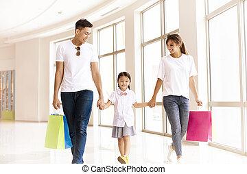 mall, wandelende, shoppen , gezin, vrolijke