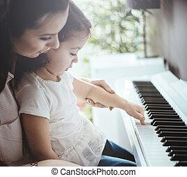 mamá, enseñanza, ella, hija, piano tocar