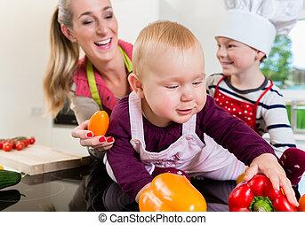 mama, és, két gyerek, főzés, együtt, alatt, konyha