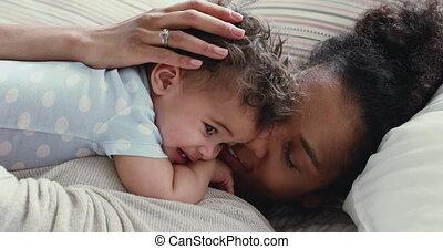mama, jongen, hartelijk, schattige, afrikaan, verzachtend, ...